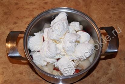 Пошаговый рецепт приготовления молочного фруктового коктейля.