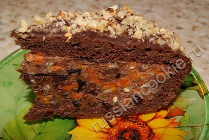 пирог с курагой и черносливом в разрезе